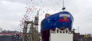Félelmetes erejű, orosz nukleáris jégtörőt tettek vízre – videó