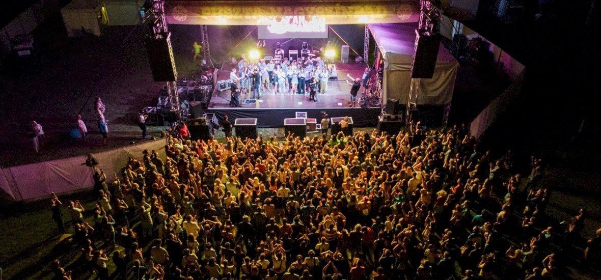 Fesztivál Woodstock elemekkel: jön a Hello Ugar!