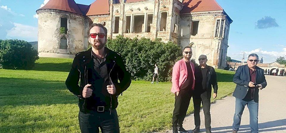 Nicolas Cage körülnézett Erdélyben, s fotózkodott egyet
