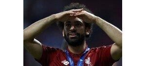 Salah nem kért a szép szőke riporternő csókjából – videó