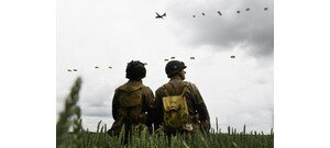 Videó: 97 évesen is túlélte az ejtőernyős bevetést a veterán, de...