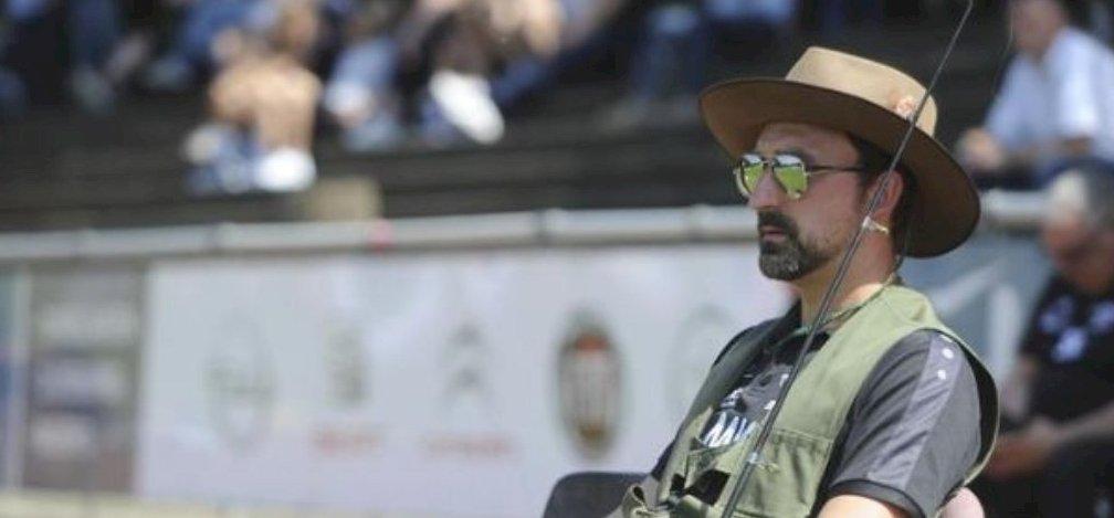 WhatsApp-üzenetben rúgták ki az edzőt, utolsó meccsét horgászruhában ülte végig