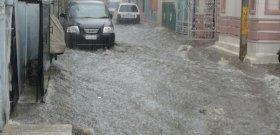 Folyóvá váltak az utcák Komlón a felhőszakadás után – videó