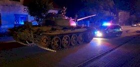"""""""Valaki elkötött egy tankot, s a központban száguldozik vele"""""""