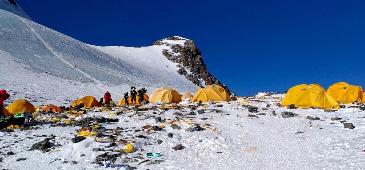 Nyolc tonna emberi ürüléket kell lehozni az Everestről