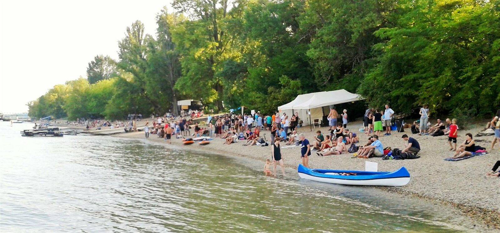 Nagy sikere lett a 40 év után nyitott dunai strandnak Budapesten