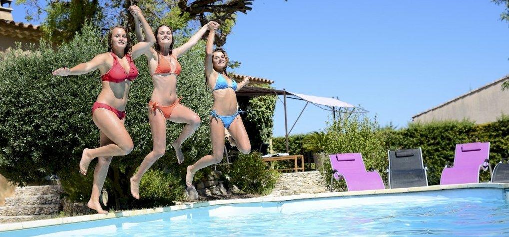 Nemzetközi Bikini Nap: videón a legpechesebb lányok