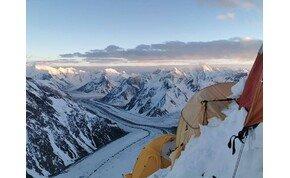 Igen meredek fotók születtek Klein Dávidék mászásáról a K2-ben