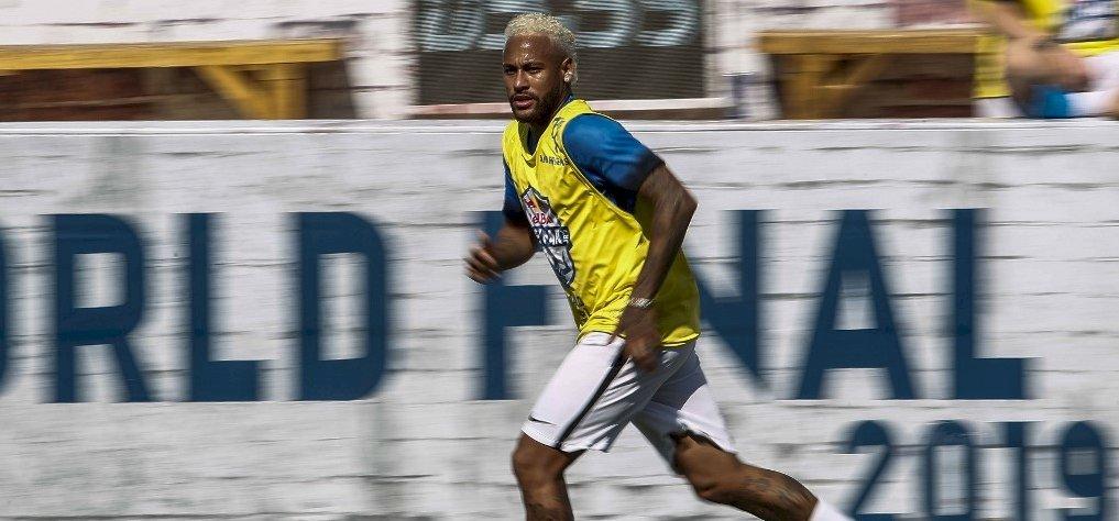 Neymar megérkezett Párizsba, és azonnal edzésbe állt