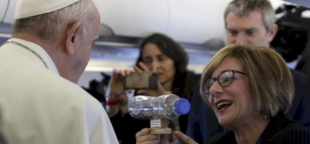 Ferenc pápa sem tűri tovább a műanyagokat, száműzi őket