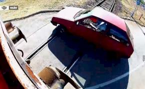 """Ilyen lehet, amikor a vonat """"benéz"""" a kocsink hátsó ablakán"""