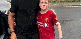 Annyira rohant Salah után egy kisgyerek, hogy lefejelte a villanyoszlopot