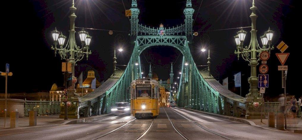 Az űrből lőtték azt a csodafotót, amelyen az éjszakai Budapest látható