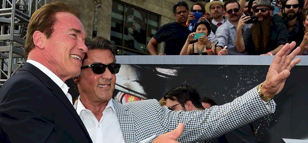 Schwarzenegger még mindig szívatja Stallonét