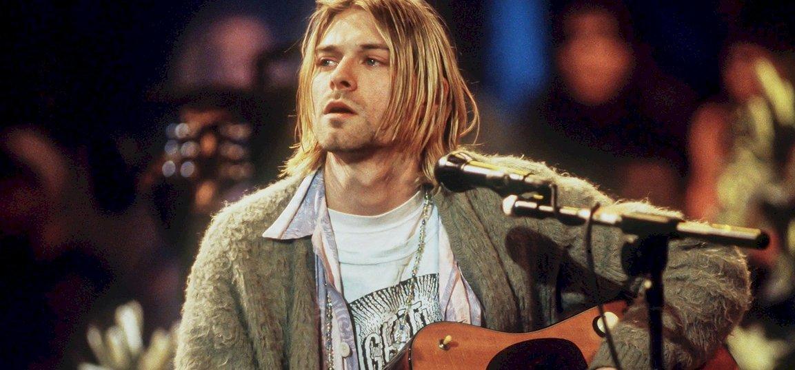 Most beszerezheted Kurt Cobain gitárját és kardigánját