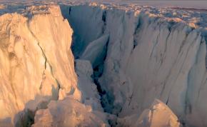 Veszélyezteti a hajózást az Antarktiszról leszakadt hatalmas jégtömb