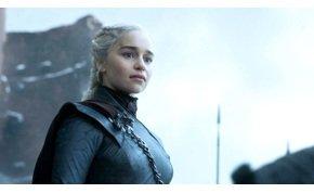 Emilia Clarke: A Trónok harcában kényszerítettek, hogy meztelenre vetkőzzem
