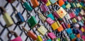 Tényleg magyar találmány a szerelemlakat? – videó