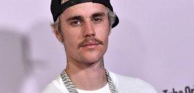 Justin Bieber meztelenül kapcsolta élőben egy rajongóját