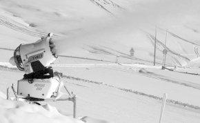 Ausztriában hóágyúval védekeznek a járvány ellen