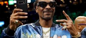 Snoop Dogg felébredt, és megtesz egy olyan dolgot, amit még soha