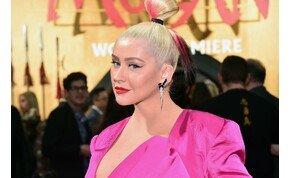 Meztelen képet rakott ki magáról Christina Aguilera