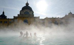 A fokozatosság elve mentén nyitják ki a budapesti fürdőket