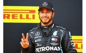 Lewis Hamilton jót, vagy éppen rosszat tesz a kutyájával?