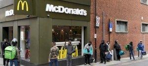 Csúnyán megvertek egy McDonald's-os alkalmazottat – videó