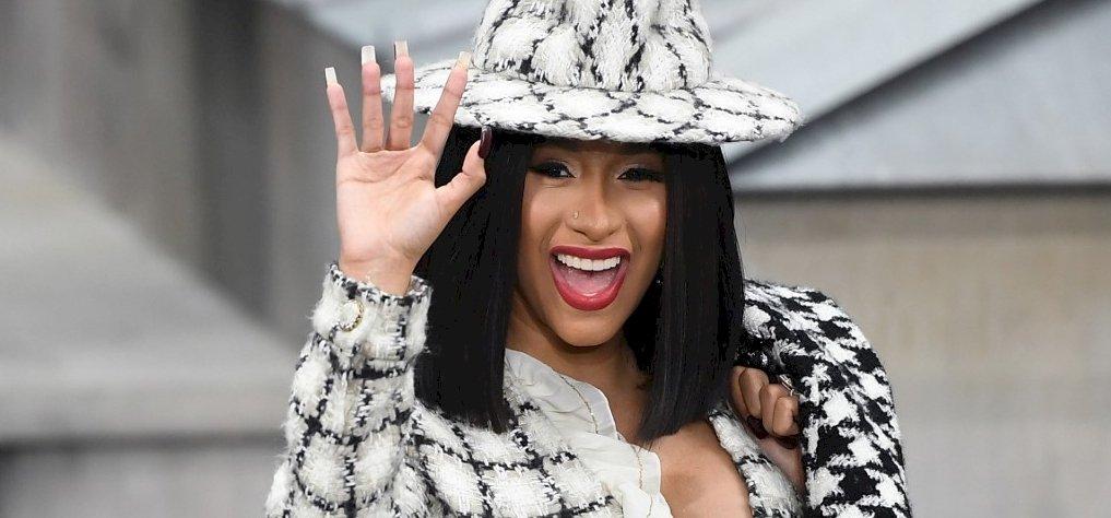 Cardi B-nek már a haja is Louis Vuitton – képek