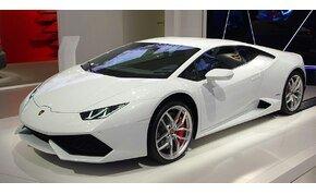 Állami támogatásból vett Lamborghinit egy férfi