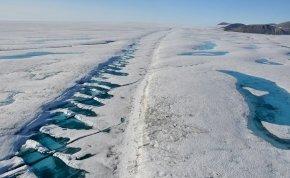 Látványos műholdfelvétel: darabokra tört Kanada utolsó érintetlen jégtömege