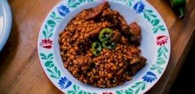 Fördős Zé megmutatja az igazi szaftos tarhonyás hús receptjét