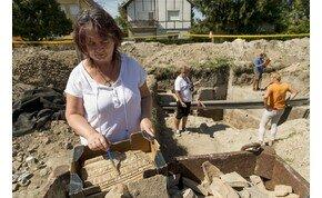 Épen maradt római kori pincét találtak Komáromban