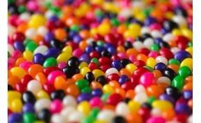 Nem vicc: miénk lehet egy cukorkagyár, ha megtaláljuk az elrejtett aranybilétát