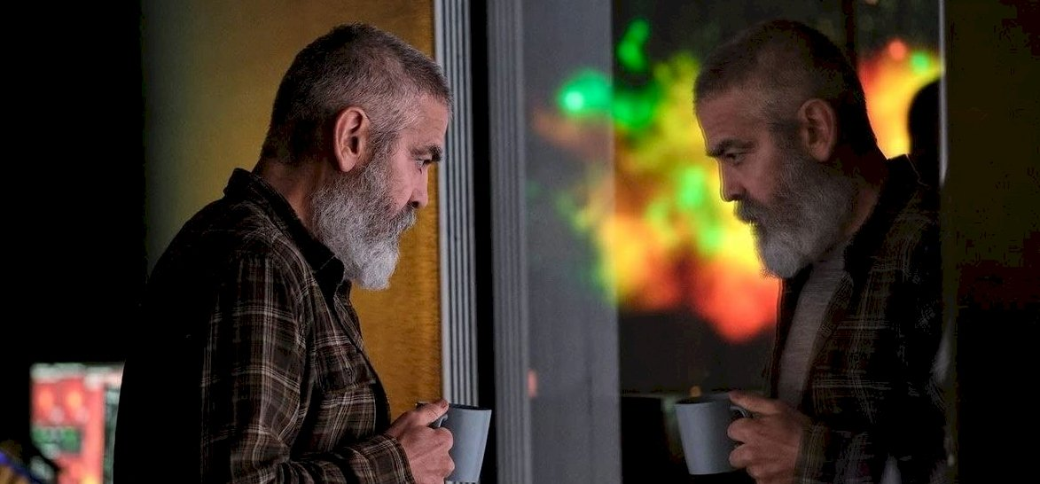 George Clooney egy epikus sci-fit ad nekünk karácsonyra – Az éjféli égbolt-előzetes