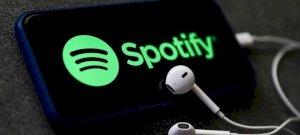 Podcast-előfizetésen gondolkozik a Spotify