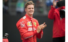 Schumacher fia ülést kapott a Forma–1-ben, megvan Hamilton utódja