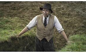 Ralph Fiennes felbecsülhetetlen kincset talál a II. világháború árnyékában – Ásatás-előzetes
