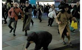 Pánikhangulat tört ki Londonban, az emberek menekülnek – videó