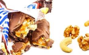 Végre kiderült, hány darab mogyoró van egy szelet Snickers-csokiban - Az élet nagy kérdései