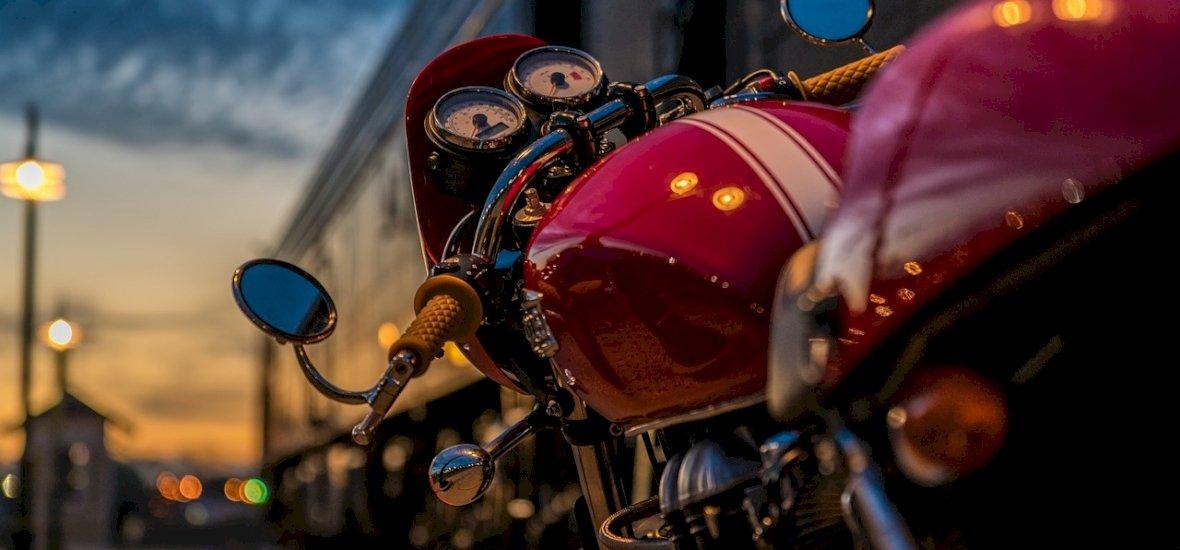 Funkció, dizájn, közösség – Motorépítőműhely a legendás Népszigeten