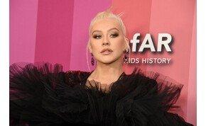 Christina Aguilera mellei bearanyozzák az év utolsó napjait – fotó