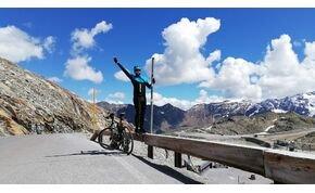 Mit keres egy alföldi bringás az Alpok tetején?