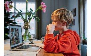 Ezek a veszélyek fenyegetik a gyerekeket az interneten – videó