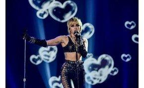 Nem akárki hívta randizni Miley Cyrust – videó