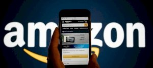 Hitler-bajuszt kapott az Amazon új logója