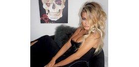 Carmen Electra óriási dekoltázst villantott, míg Kiss Virág meztelenül pózol – válogatás