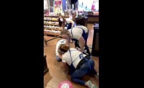 Tömegverekedés tört ki egy illatszerboltban – videó
