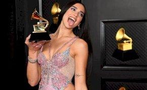 Dua Lipa olyan dögös volt a Grammy-díjátadón, hogy csak úgy izzott a levegő – fotók+videó